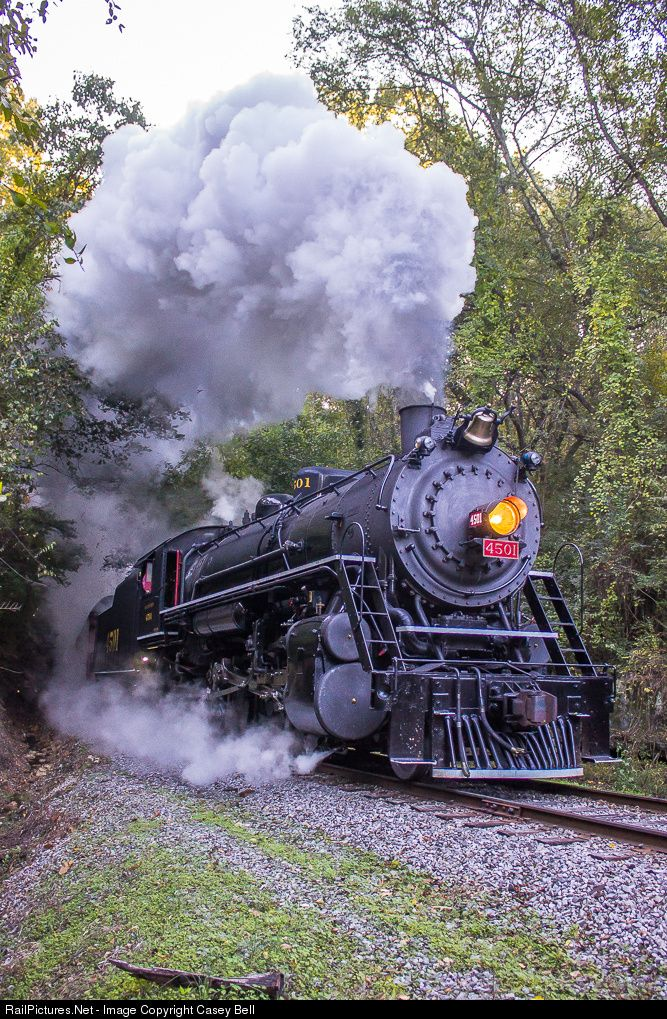 Southern 4501 coming out of the tunnel finished in 1858 as he approaches the split to head down to Summerville, GA.
