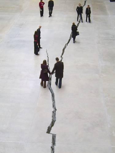 Shibboleth, Turbine Hall, Tate Modern, London, artist: Doris Salcego