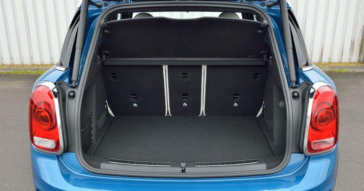 Лучшие семейные ценности ― багажник правильной прямоугольной формы, почти плоский пол при сложенных задних креслах (спинка делится в соотношении 40:20:40) и быстрый пятисекундный электропривод открывания пятой двери с «ножным» датчиком.