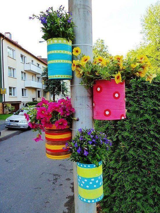 pots de fleur avec des boites de conserve