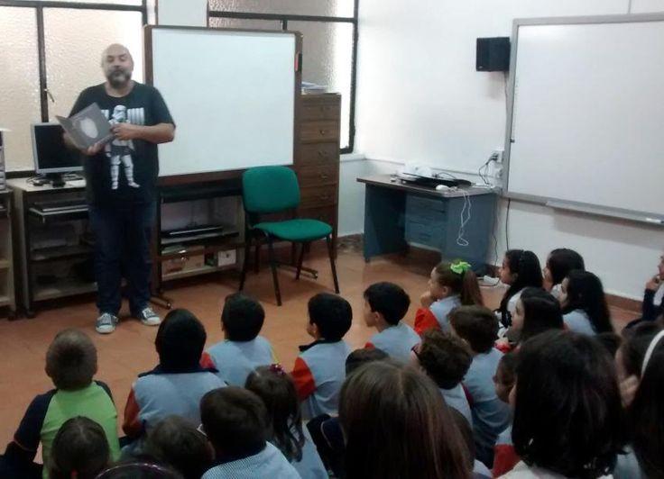 Félix Albo con alumnos del colegio Santa Rosa en Villarrubia de los Ojos