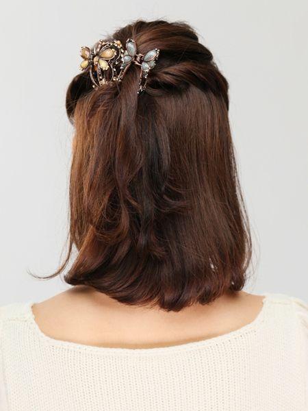 クリップアレンジのツイストハーフアップヘア♡クリップを変えれば違った印象の髪型に♡ミディアムカットでもできる簡単アレンジ術。