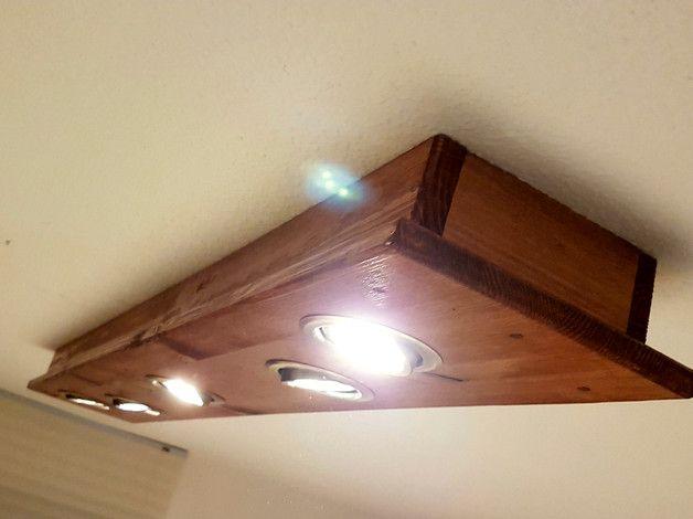 LED Lampe aus Holz in Balken Optik.  Diese Lampen sind handgefertigt und absolute Unikate. Definitiv ein Highlight in ihrem Zuhause!  Die Lampe ist mit 5 LED Spots a 4 Watt ausgestattet....