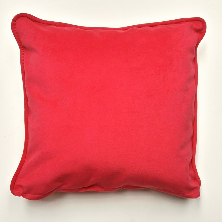 Almohadon de pana sintetica fuccia. Relleno de vellon siliconado. Funda desmontable con cierre y lavable. Medida 40cm x 40cm