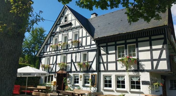Gasthof Braun Schmallenberg This family-run, 3-star hotel offers cosy accommodation in the village of Ohlenbach in the scenic Rothaargebirge nature reserve, just 5 kilometres away from the Kahler Asten mountain.