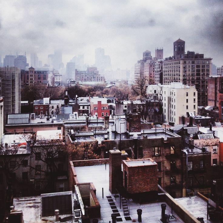 Loving this view! Snow in New York City. (via david urbanke)