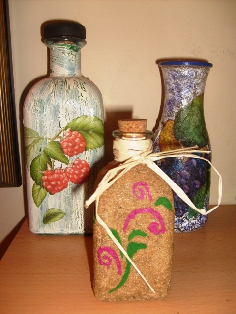 Botellas de cristal decoradas con las t cnicas de decoupage arenas y craquelado http www - Botellas decoradas manualidades ...