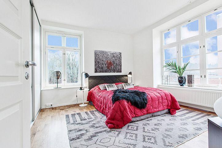 Trevligt och ljust sovrum i Riksbyggens Brf Granngården, Beckomberga, Bromma