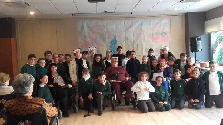 Los alumnos/as de 5.º EPO han compartido con los abuelos del SAR una sesión de cuentacuentos.  En primer lugar han escuchado con atención la lectura del cuento La lechera que los abuelos habían preparado con mucho cariño para ellos. A  continuación los niños/as han realizado una lectura dramatizada de una historia basada en el respeto hacia los demás. Después  han obsequiado a los abuelos con los dibujos que habían realizado para ilustrar su cuento. #sar #somosColegioAndévalo #sevilla…