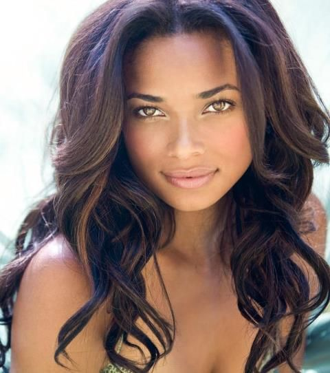 Rochelle Aytes---- is an American actress. She is most remembered for playing Lisa Breaux in ''Madea's Family Reunion''. She currently stars as April Malloy in ABC drama series ''Mistresses''
