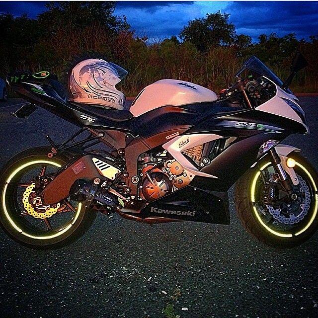 Kawasaki ZX6R Photo: @zx6r 14 Hashtag #2WP for a chance to be featured #motorbike #motorcycle #sportsbike #yamaha #honda #suzuki #kawasaki #ducati #triumph #victory #buell #aprilia #harleydavidson #r1 #r6 #cbr #gsxr #fireblade #zx6r #zx10r #photography #ktm #bmw #wheelie #bikelife #Twowheelpassion