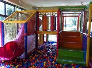 子供が喜ぶ立体遊具! 楽しむ子供を見ながら優雅なランチをどう...