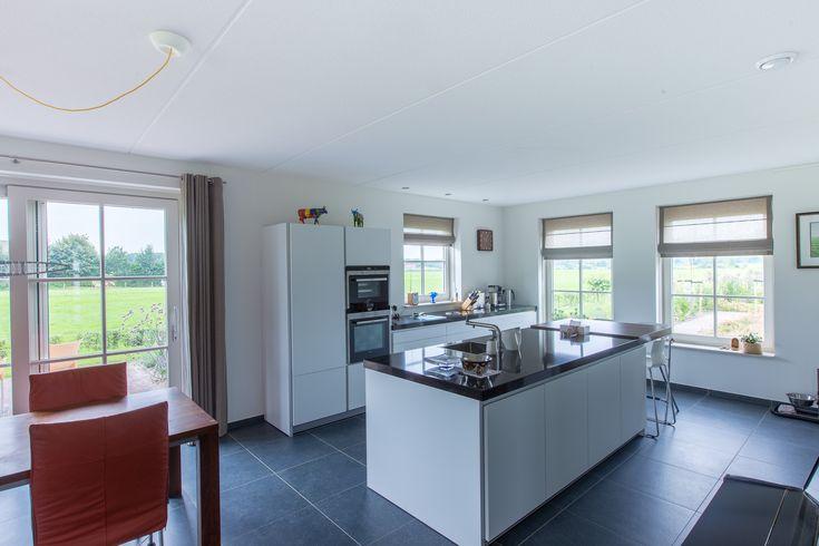Deze Belgisch hardsteen look keramische tegels  hebben een mooie natuurlijke uitstraling, maar vragen geen onderhoud. Ideaal voor in de woonkamer en / of keuken.