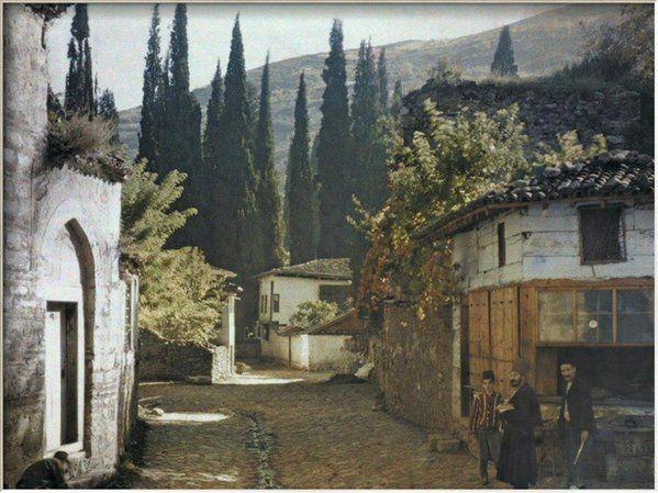 Bursa, solda darül kurda ilerde Pınarbaşı mezarlığı. Yer kapı surlarından