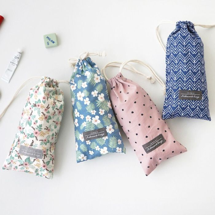 Iconic Comely cotton long drawstring pouch - fallindesign