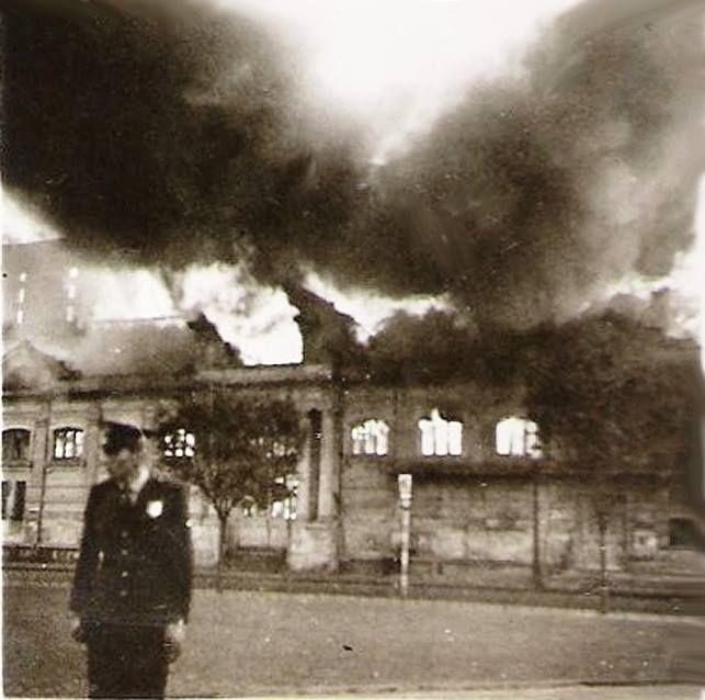 1966 - Cine Teatro Colombo em chamas no Largo da Concórdia, bairro do Brás.