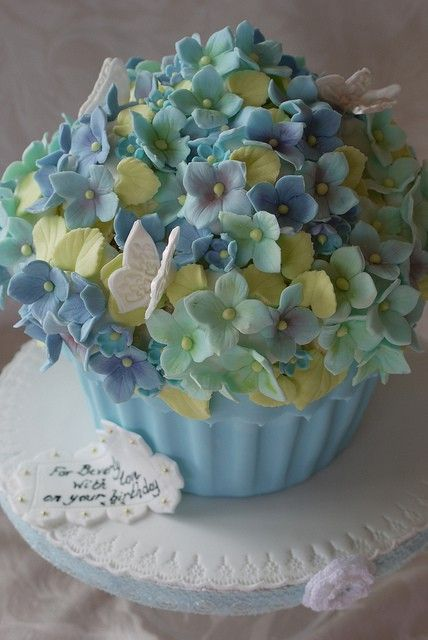 Hydrangea Cupcake!