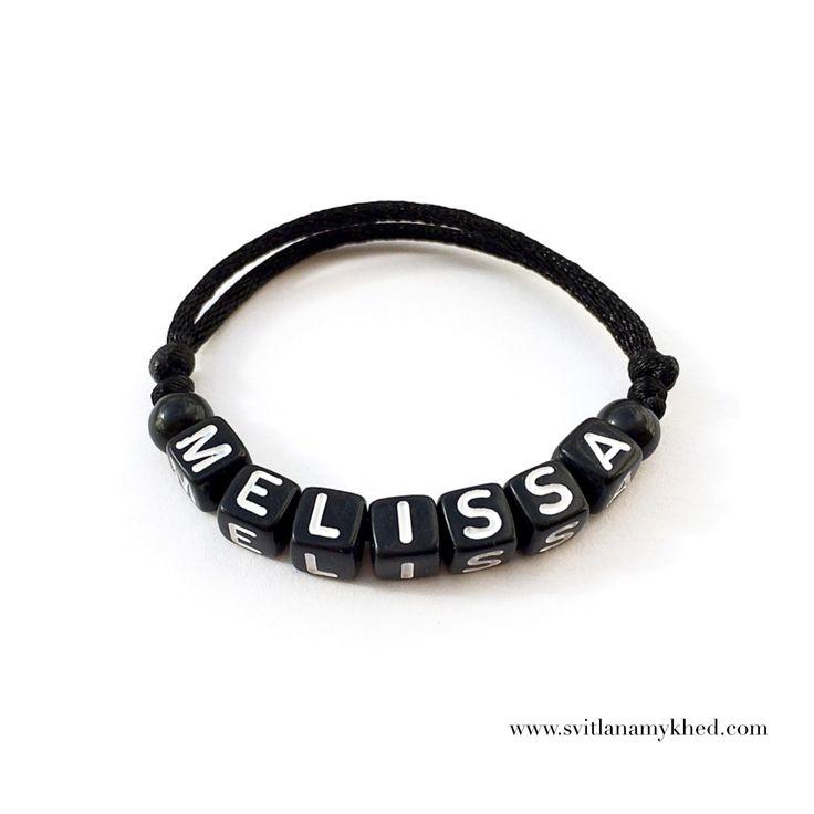 """Bracelet prenom nom message logo initiale surnom """"MELISSA"""" (réversible, personnalisable) homme, femme, enfant, bébé   Fermeture coulissante. Convient à tous les poignets! lettres acryliques 6x6mm sur fil de satin (2 mm.) couleur au choix.  Ce bracelet ne craint pas l'eau.  Vous pouvez toujours le garder sur le poignet (douche, piscine, vaisselles....)  Bracelet est personnalisable!!!"""