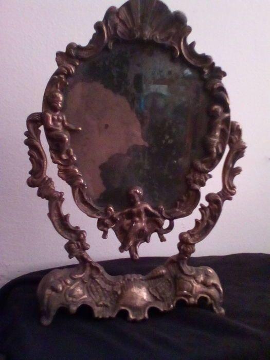 mooi ingelijst spiegel, liberty-stijl, de vroege jaren 1900, steun en het frame zijn solide en met een mooi patina, de spiegel reflecteert de jaren verstreken, het glas is intact de verzilvering is een beetje falled als gevolg van leeftijd, lengte 33 cm