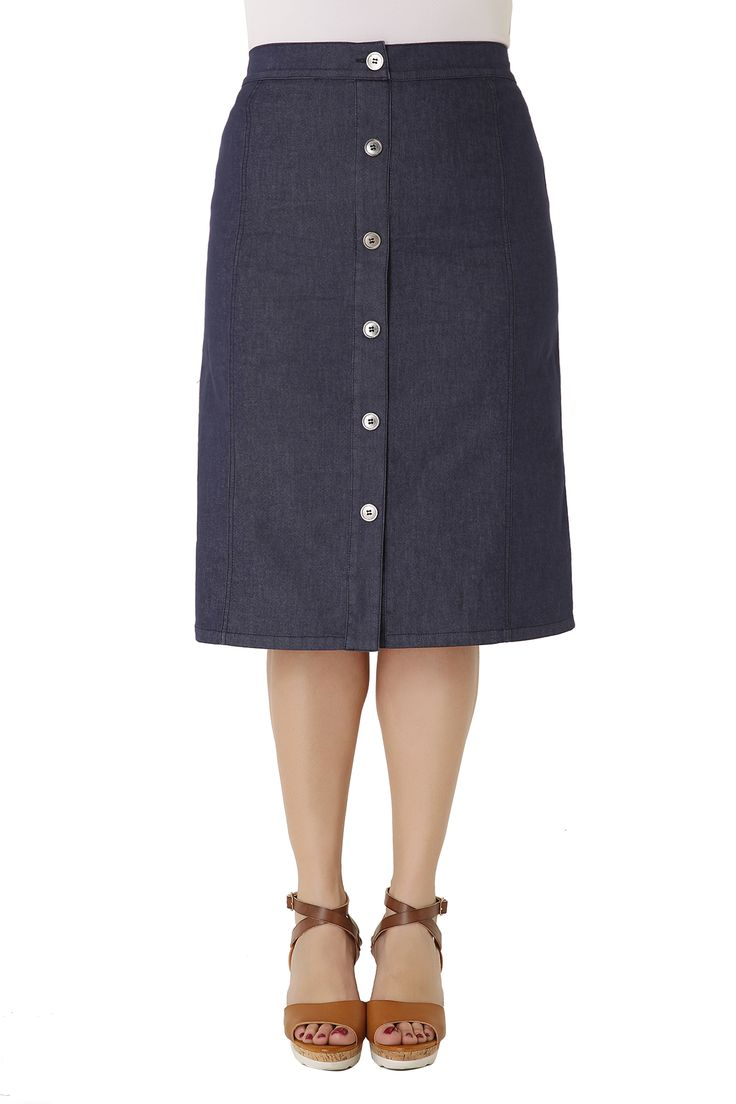 Midi denim skirt made of elastic cotton with soft texture and elastic waistband for a perfect fit. It is decorated with metal buttons and two pockets at the back. The perfect choice for all day long!