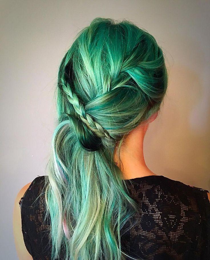 www.cosmopolitan.it capelli colore a114301 capelli-verdi-smeraldo-emerald-hair ?zoomable