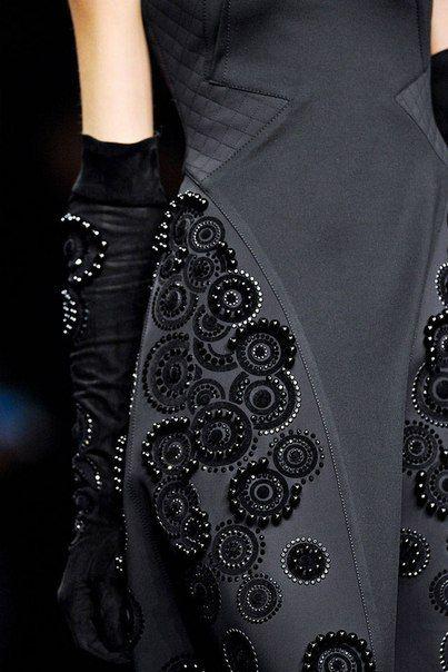 Вышивка блузки пайетками