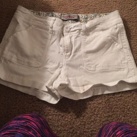 Really cute white stretchy shorts