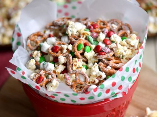 This Snow Day Snack Mix is perfect for movie night, holiday parties, and so much more! Made with all of your favorite snack foods!