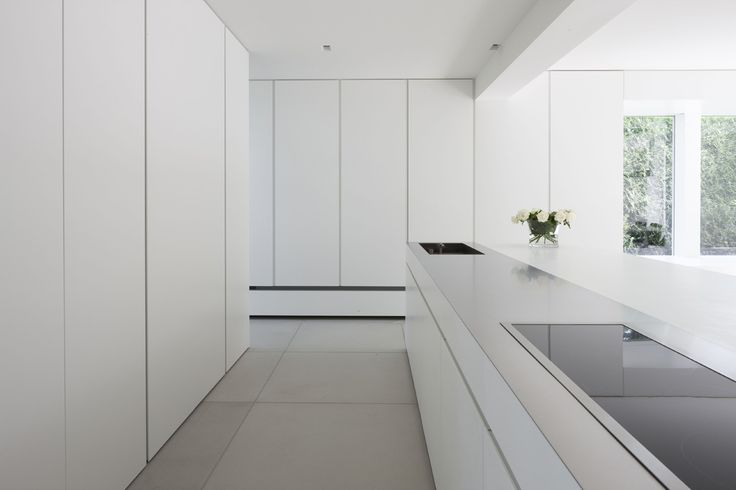 Extra clean kitchen by Belgian architects Minus.