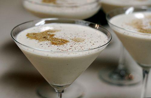 Alexander - 4 cl Cognac, 3 cl Crème de Cacao, 3 cl cream, Cacao powder or muscat, ice cubes