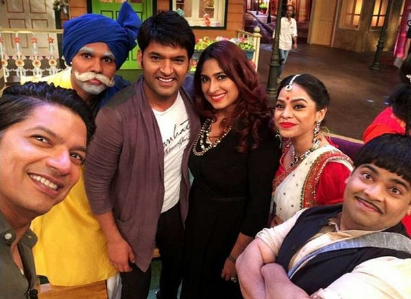 The Kapil Sharma Show: Upasna Singh returns, Kapil cracks digs at 'missing members' and Shaan mesmerises with his singing #FansnStars