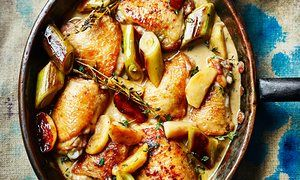 Chicken with leeks, apples and cider