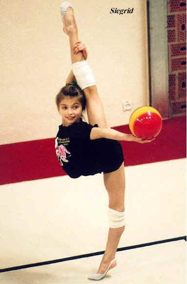 Alina Kabaeva as a child / RUS *.* | Gimnasia Rítmica ...