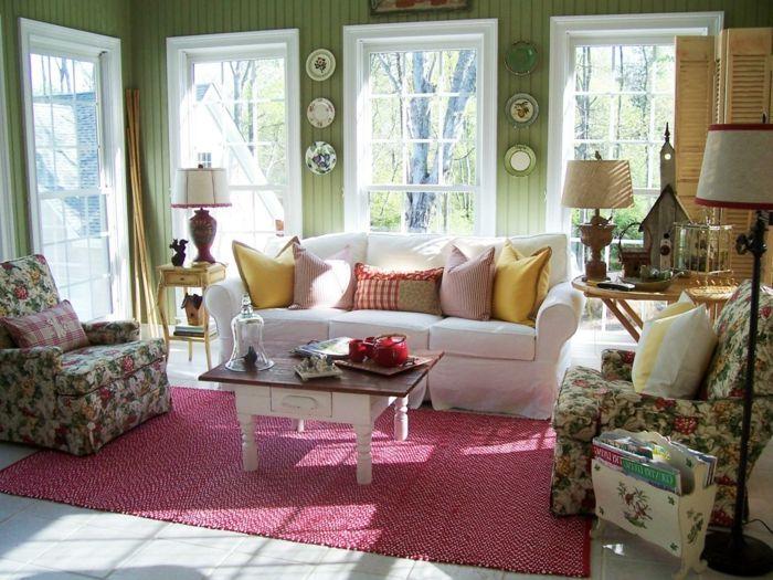 wohnzimmer landhausstil farbiger teppich dekokissen antique - wohnzimmer im landhausstil