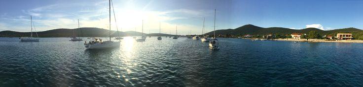 Al gavitello nella baia dell'isola di Ist (Croazia)