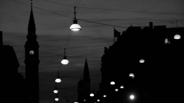 Hvidt. Designer Mads Odgård står bag de Icon-lamper, der hænger flere steder i København og andre byer. Ideen var at lave en lampe, som skal lyse op, men netop uden at blænde - ligesom månen gør. - Foto: Lars Just (arkiv)