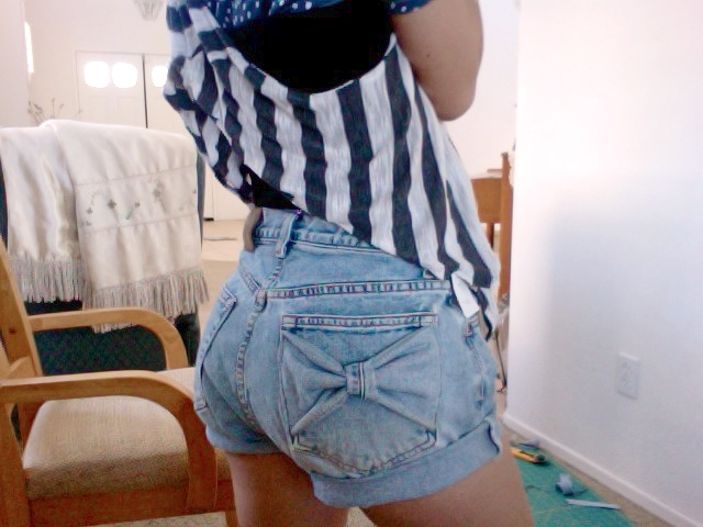 DIY BOW POCKET JEAN SHORTS - this would be cute in kaki