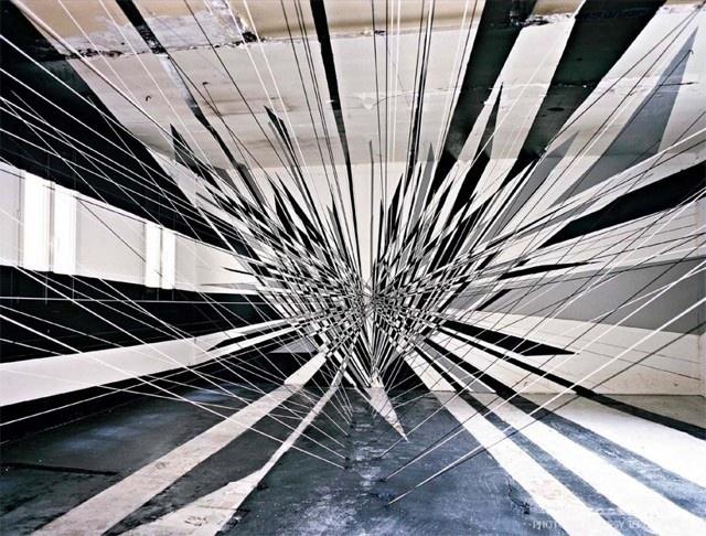 Comme vous le savez, la fameuse boîte de nuit parisienne, les bains a été déclarée, depuis 2010, comme dangereuse pour le public à cause d'un défaut de fabrication et elle doit être intégralement rénovée. Sous le commissariat d'exposition de Magda Danysz et l'accompagnement de Colombe de La Taille/ADLConseil, ce lieu mythique devient une résidence d'artistes internationaux durant 4 mois avant le début des travaux.