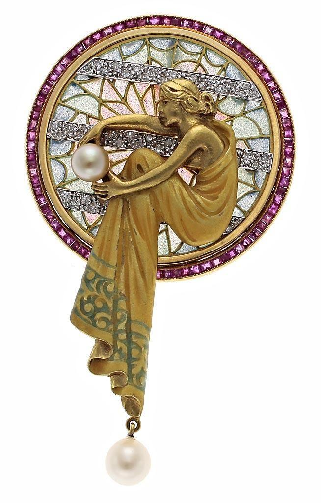 """Masriera y Carreras. Broche-colgante. Segunda mitad del siglo XX. Oro con vistas en platino, diamantes, rubíes, perlas y esmalte """"plique-à-jour"""". s.l."""