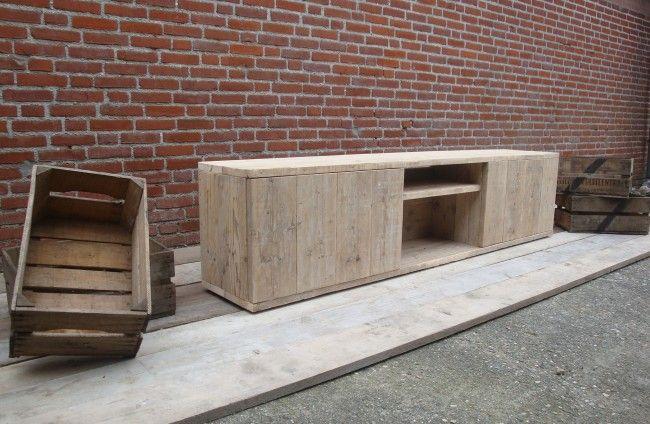 Steigerhout tv meubel 'STerK' by Livengo.nl. Scafold tv furniture 'STerK' by Livengo.nl.