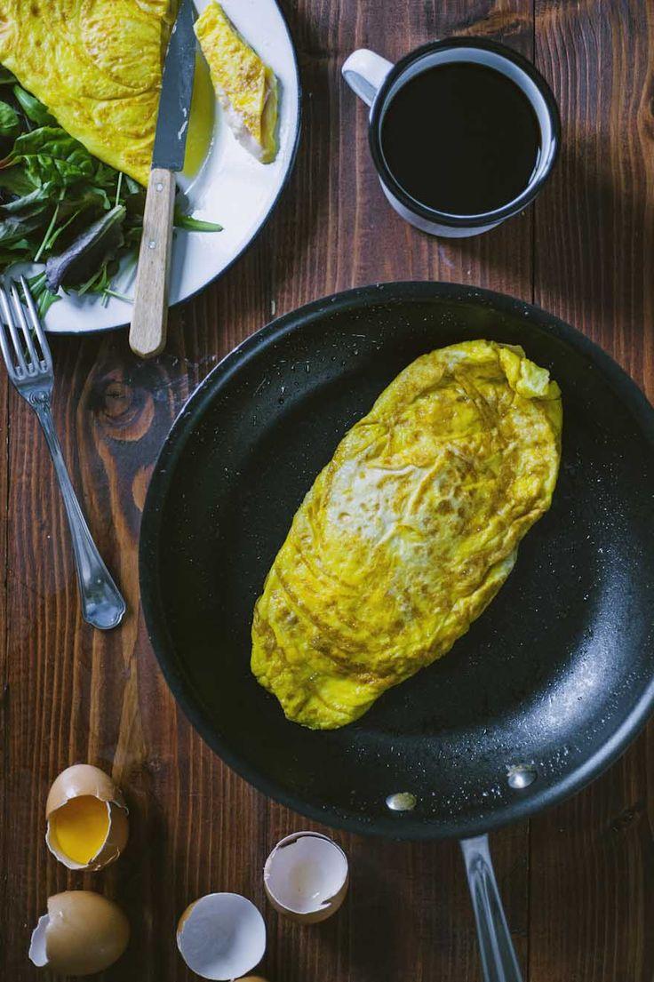Uno dei piatti francesi più famosi, con una farcitura irresistibile: non perderti questa omelette con prosciutto e formaggio!