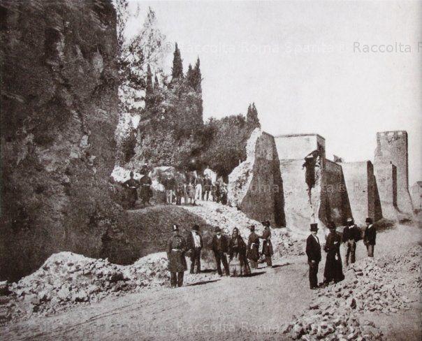 Porta Pia. Foto scattatanei giorni successivi al 10 sett 1870. CURIOSI