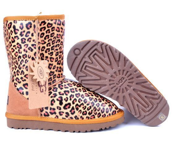 I'm so in love with leopard UGG boots<3<3