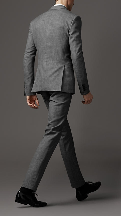 <3 Wool and mohair slim fit suit by Burberry. What wonderful things a suit does for a man's body. Displays and hides at the same time. A good suit just tantalizes.