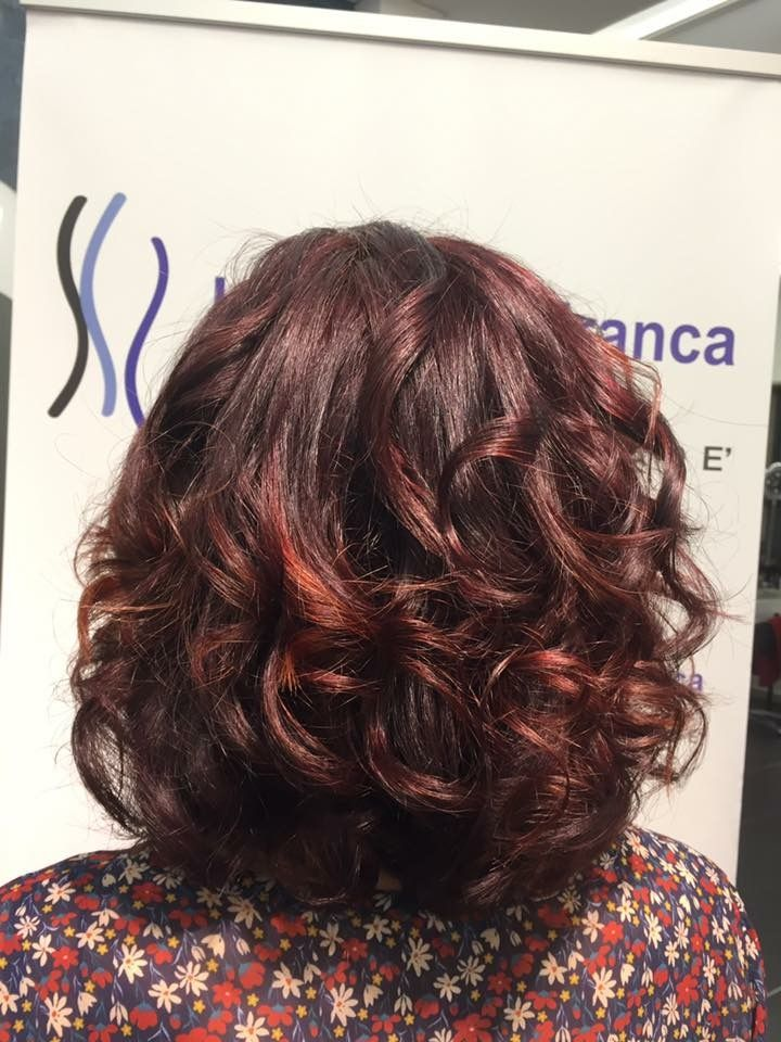 Quando una donna decide di colorare i capelli non si accontenta di un colore qualsiasi, vuole un risultato assolutamente unico! #newcolor #newlook #degradè #hairstyle #wella #haircut #hairfashion #davines #sustenaiblebeauty #bcorp #centrodegradè #looklivefrancaparrucchieri #viadeimirti29 #ragusa