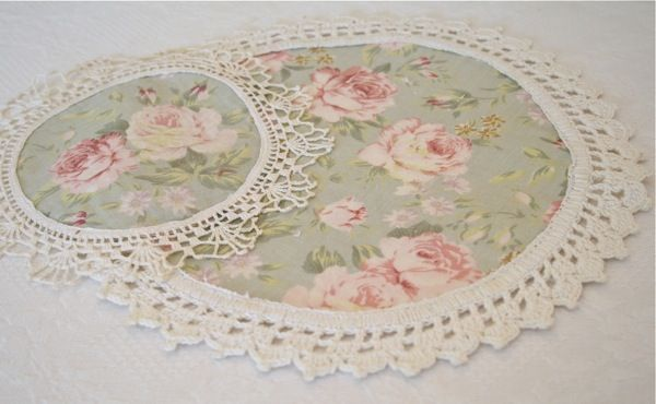 The Polka Dot Closet: Altering Vintage Doilies - love these doilies!