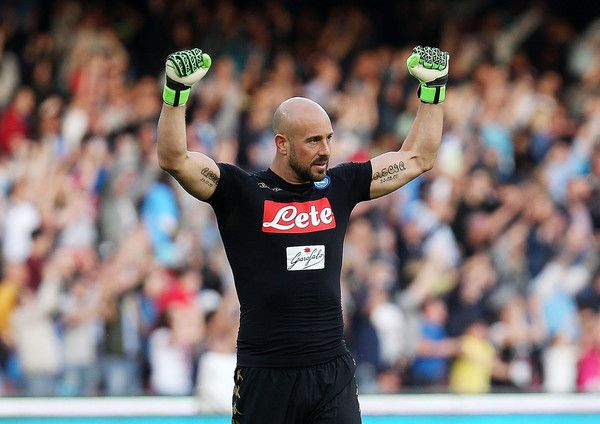Pepe Reina of SSC Napoli celebrates after Lorenzo Insigne scored goal 3-0 during the Serie A match between SSC Napoli and Cagliari Calcio at Stadio San Paolo on May 6, 2017 in Naples, Italy.