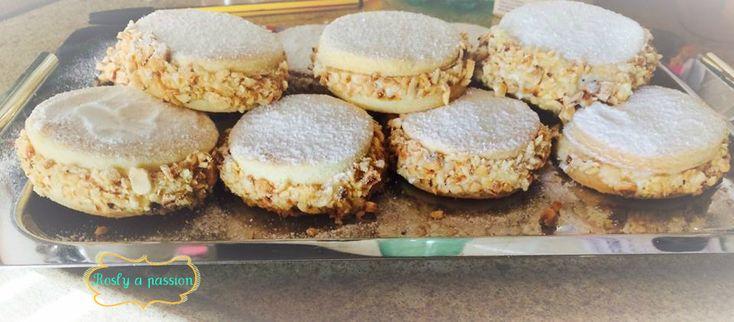 Le deliziose dolci tipici Napoletani..sono dei pasticcini davvero buoni e ripieni di crema bianca o alle nocciole o crema al burro. Dovete provarli..