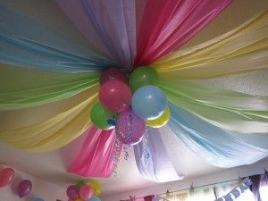 Inexpensive party decoration ceiling - dollar store table cloths and ballons