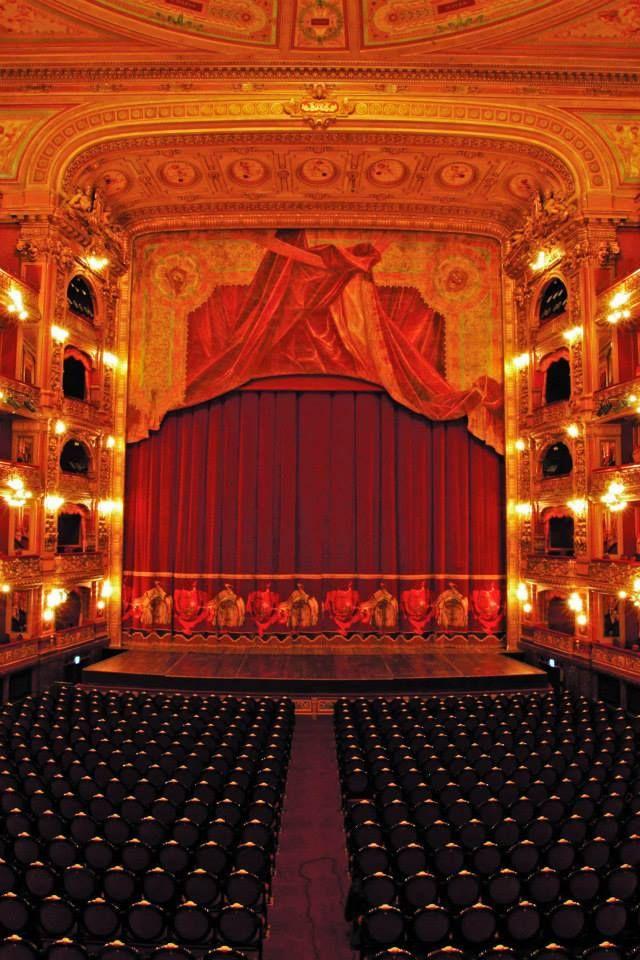 Interior del Teatro Colón de Bs. As. bellamente iluminado!